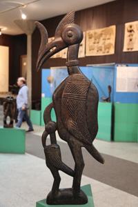 Afrikan Taiteen Museon esineistöä.