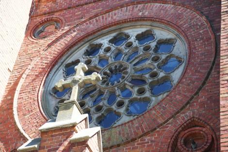 Kirkon koristeellinen ikkuna