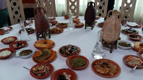 Syksyn matkakierroksiin kuului käynti Viminaciumissa, jossa nautimme lounaan antiikin Rooman tyylin mukaan.