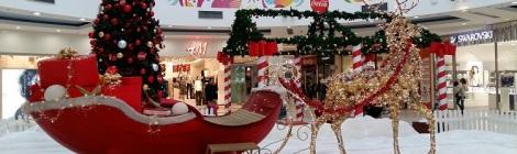 Delta-City kauppakeskus Uudessa Belgradissa jouluasussa.