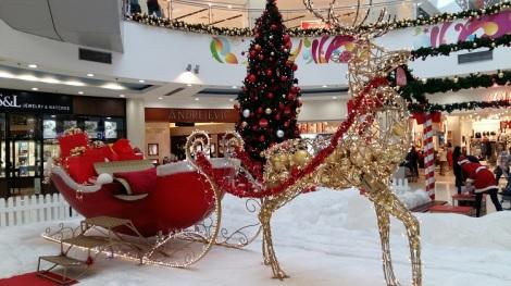 Joulutunnelmaa kauppakeskus Delta-Cityssä.